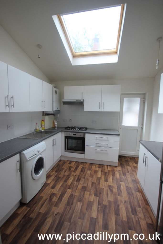 Piccadilly Property Management Ltd - 5 Bedroom Terrace, Oxney Road, Rusholme, Manchester M14 5SZ