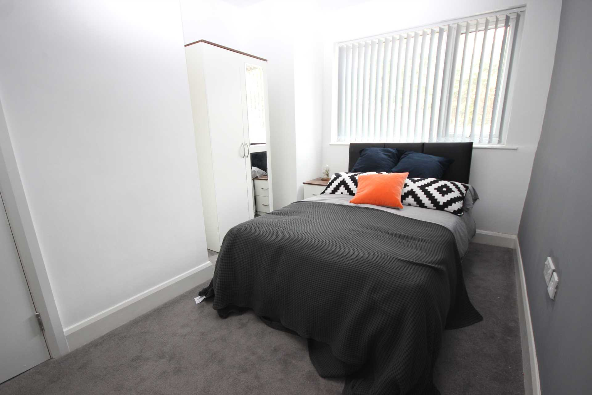 Piccadilly Property Management Ltd - 1 Bedroom Room (Double), Gleaves Road, Eccles, M30 0FU