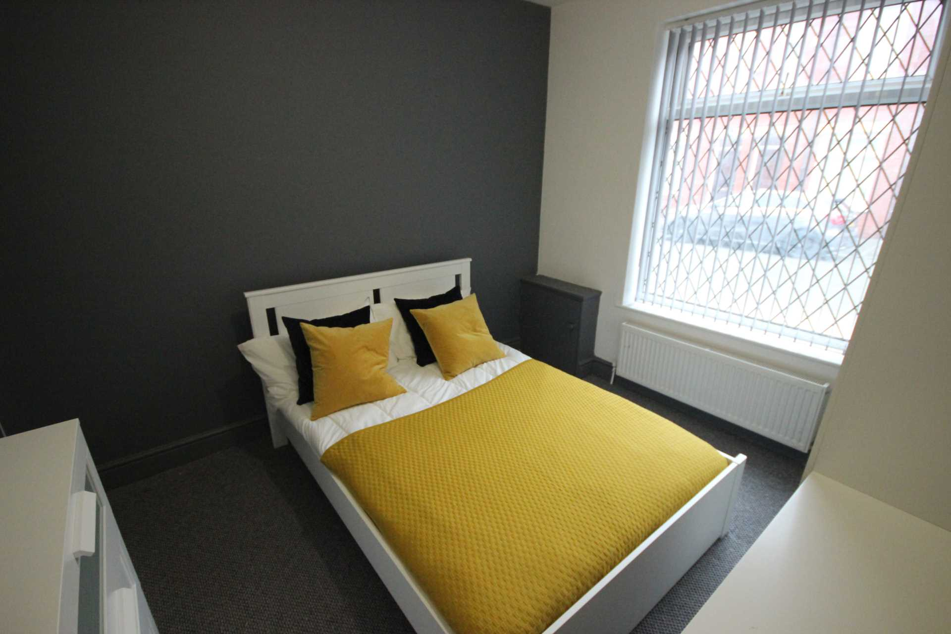 Piccadilly Property Management Ltd - 1 Bedroom Room (Double), Langworthy Road, Salford