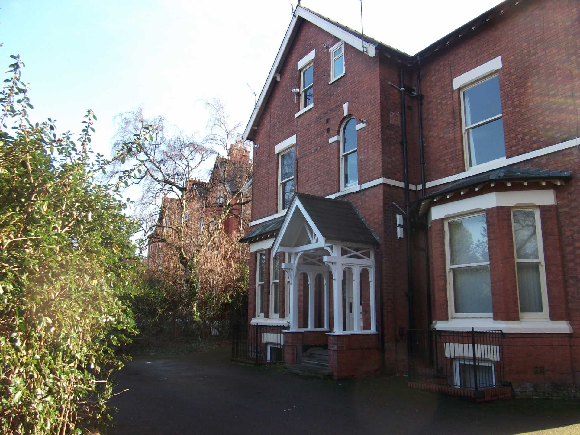 Piccadilly Property Management Ltd - 1 Bedroom Apartment, Northenden Road, Sale, M33 3HA