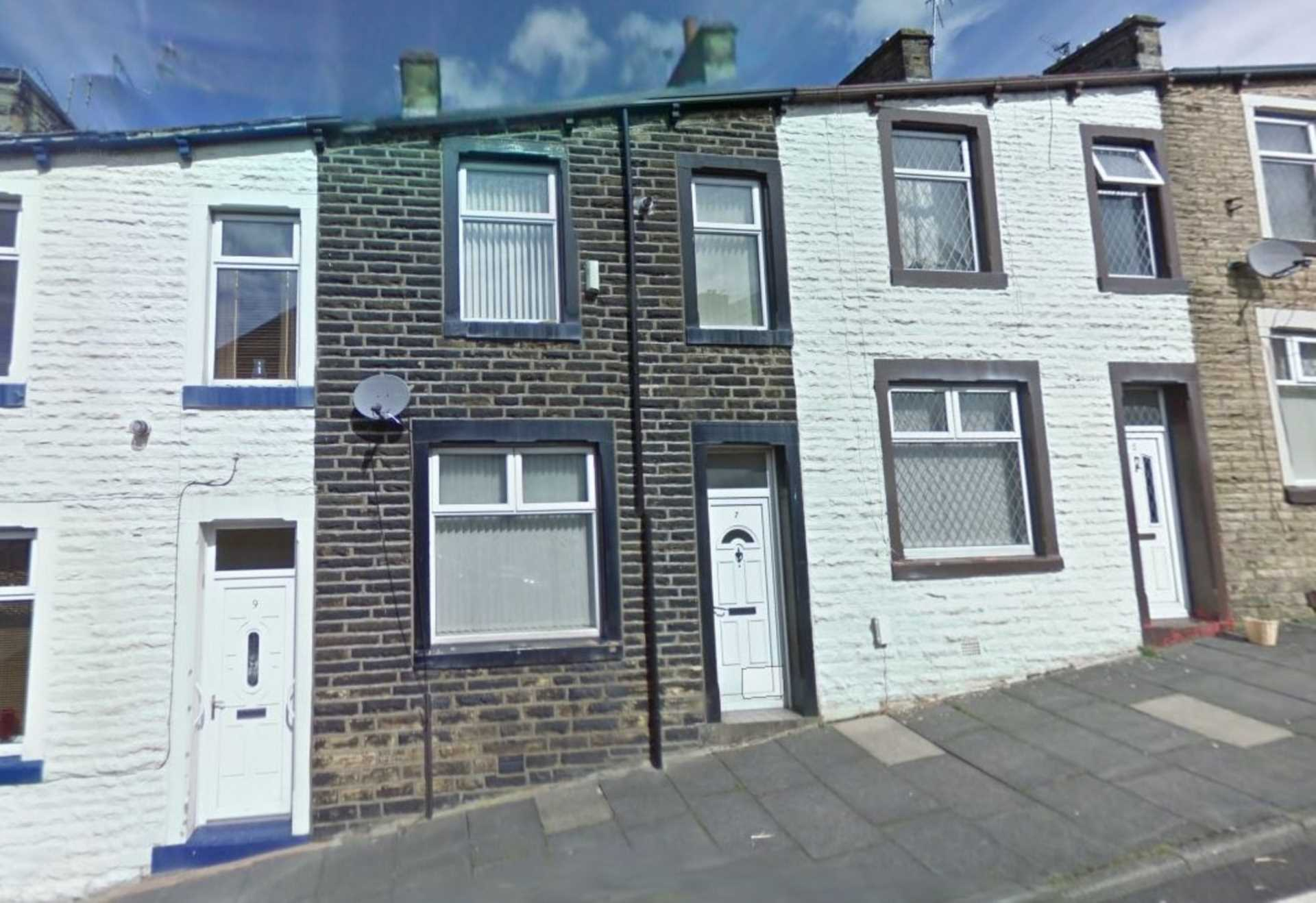 Piccadilly Property Management Ltd - 4 Bedroom House Share, Woodbine Road, Burnley