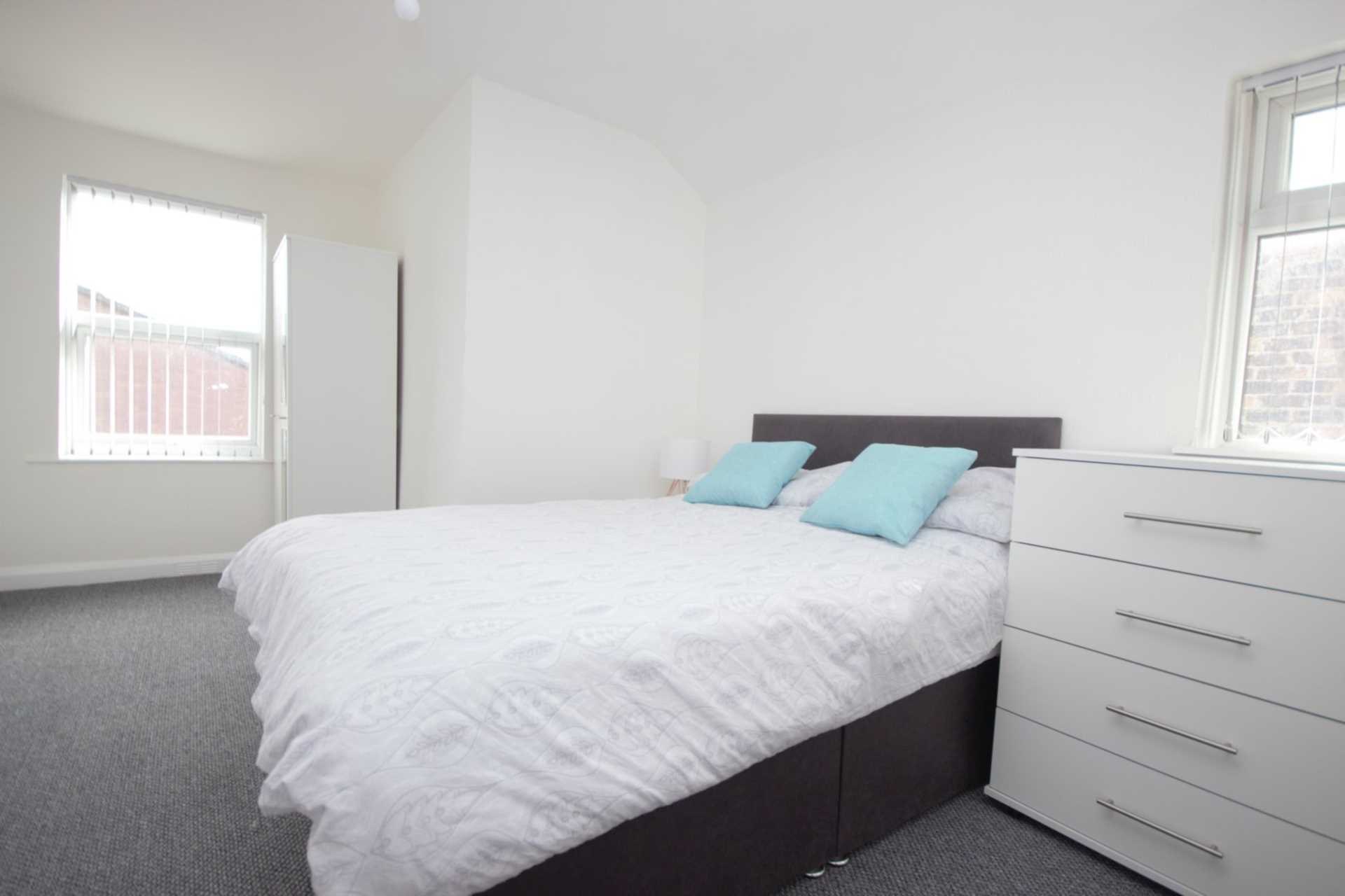 Piccadilly Property Management Ltd - 4 Bedroom House Share, Strawberry Hill, Salford