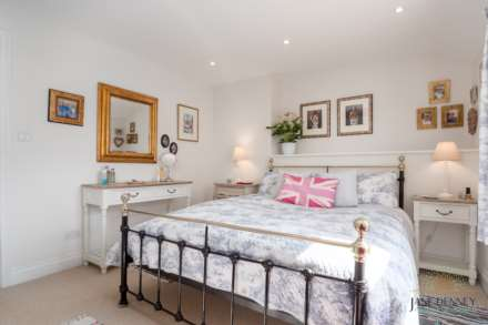 St Peter -  - Exceptional 2 Bedroom Cottage -QUALIFIED, Image 14