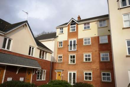 2 Bedroom Flat, Clarenden Gardens, Bromley Cross