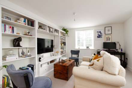 2 Bedroom Flat, Oakford Court, Henley On Thames