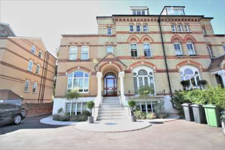 1 Bedroom Flat, Fairmile, Henley On Thames