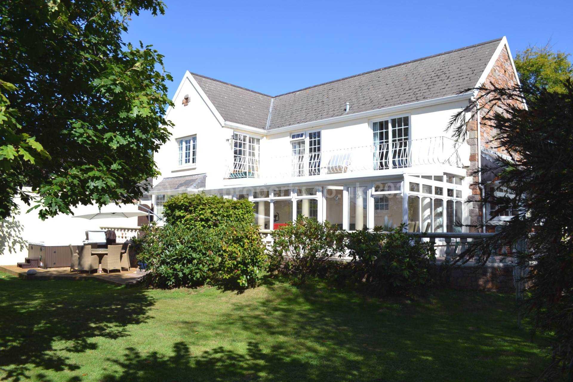 Rockproperty Ltd - 4 Bedroom Farm House, Rue De La Blanche Pierre, St Lawrence