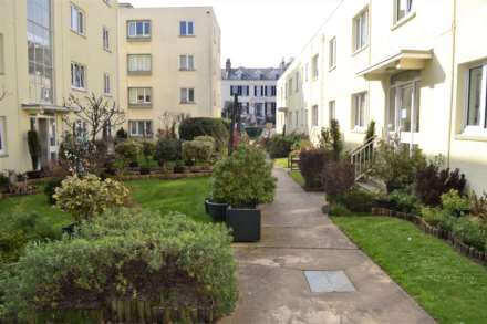 1 Bedroom Apartment, SPACIOUS ONE BED, Queens Rd, Town Outskirts