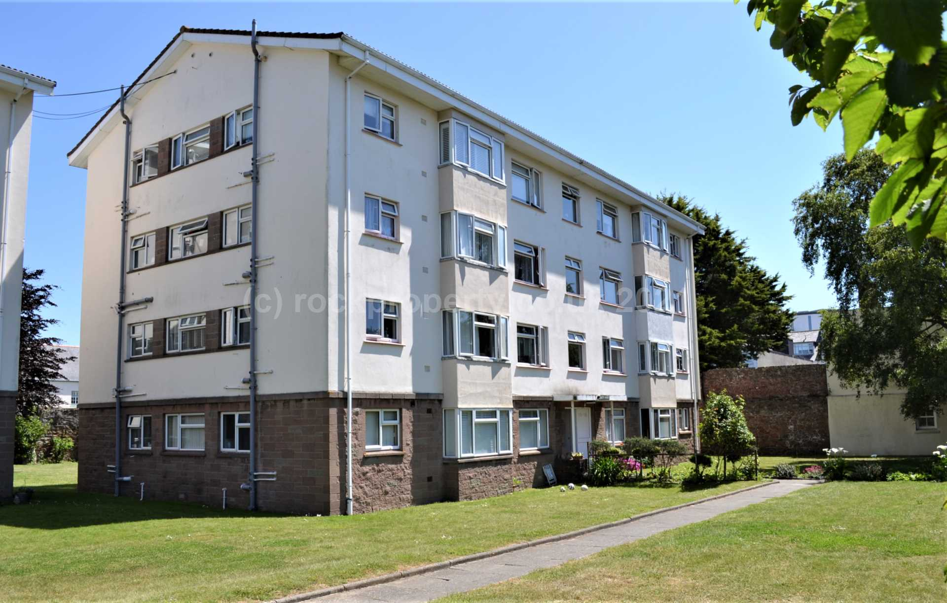 Rockproperty Ltd - 1 Bedroom Apartment, IMMACULATE 1 BED WITH GARAGE, Havre Des Pas, St Helier