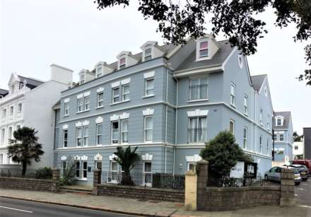 2 Bedroom Apartment, 2 BED PENTHOUSE APARTMENT, Alton Gardens, Town Outskirts