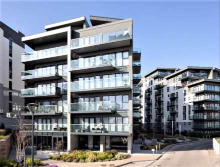 2 Bedroom Apartment, TWO DOUBLE BEDS WITH PARKING, Westmount Road, Town Outskirts