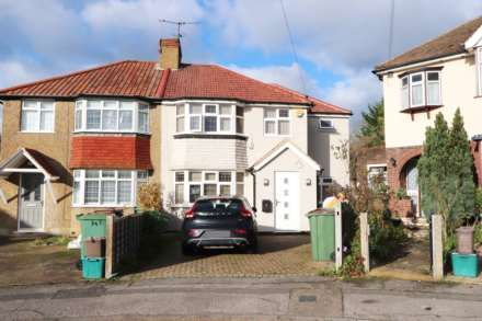 4 Bedroom Semi-Detached, Hazlemere Gardens, Worcester Park