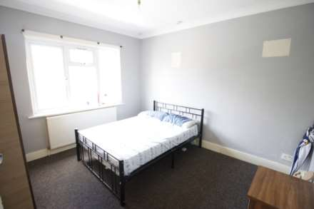 5 Bedroom Terrace, Newport Road, Leyton