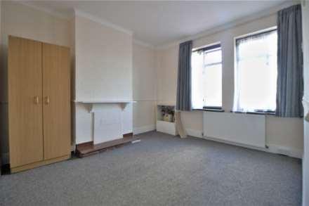 2 Bedroom Flat, Chapel Road, Ilford