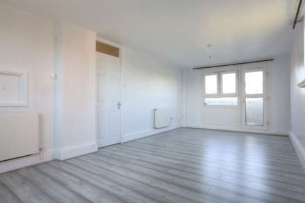 2 Bedroom Flat, Hathaway Crescent, London