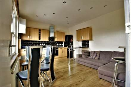 3 Bedroom Flat, Essex Road South, Leytonstone, E11