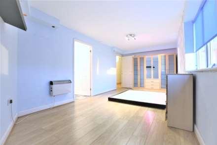 2 Bedroom Flat, Albatross Close, Beckton, E6
