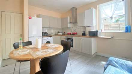 1 Bedroom Flat, Granville Road, Ilford, IG1
