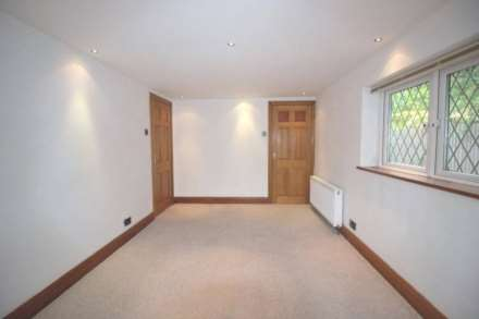 4 Bedroom Bungalow, Eagle Lane, London