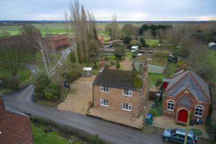 Pleasant Villa, Heapham, Gainsborough - with approx 6.5 acres sts.