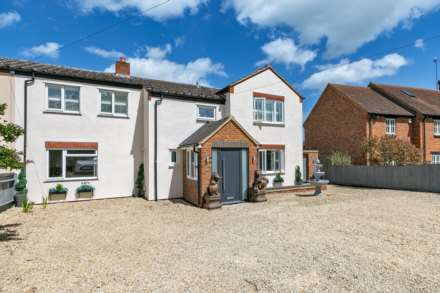 4 Bedroom Farm House, Whaddon Road, Little Horwood