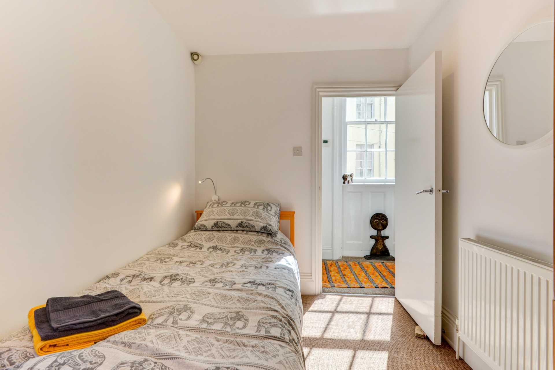 Stunning Worthing Seaview Apartment, Image 24
