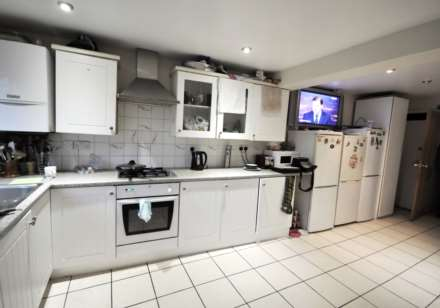 5 Bedroom House, Ashford Road, London