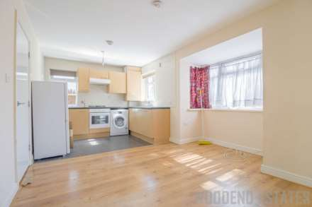2 Bedroom Maisonette, Fairdale Gardens, Hayes