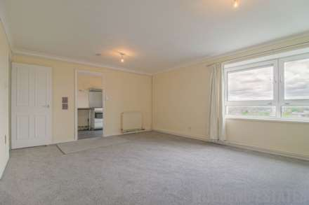 2 Bedroom Flat, Convent Way, Norwood Green