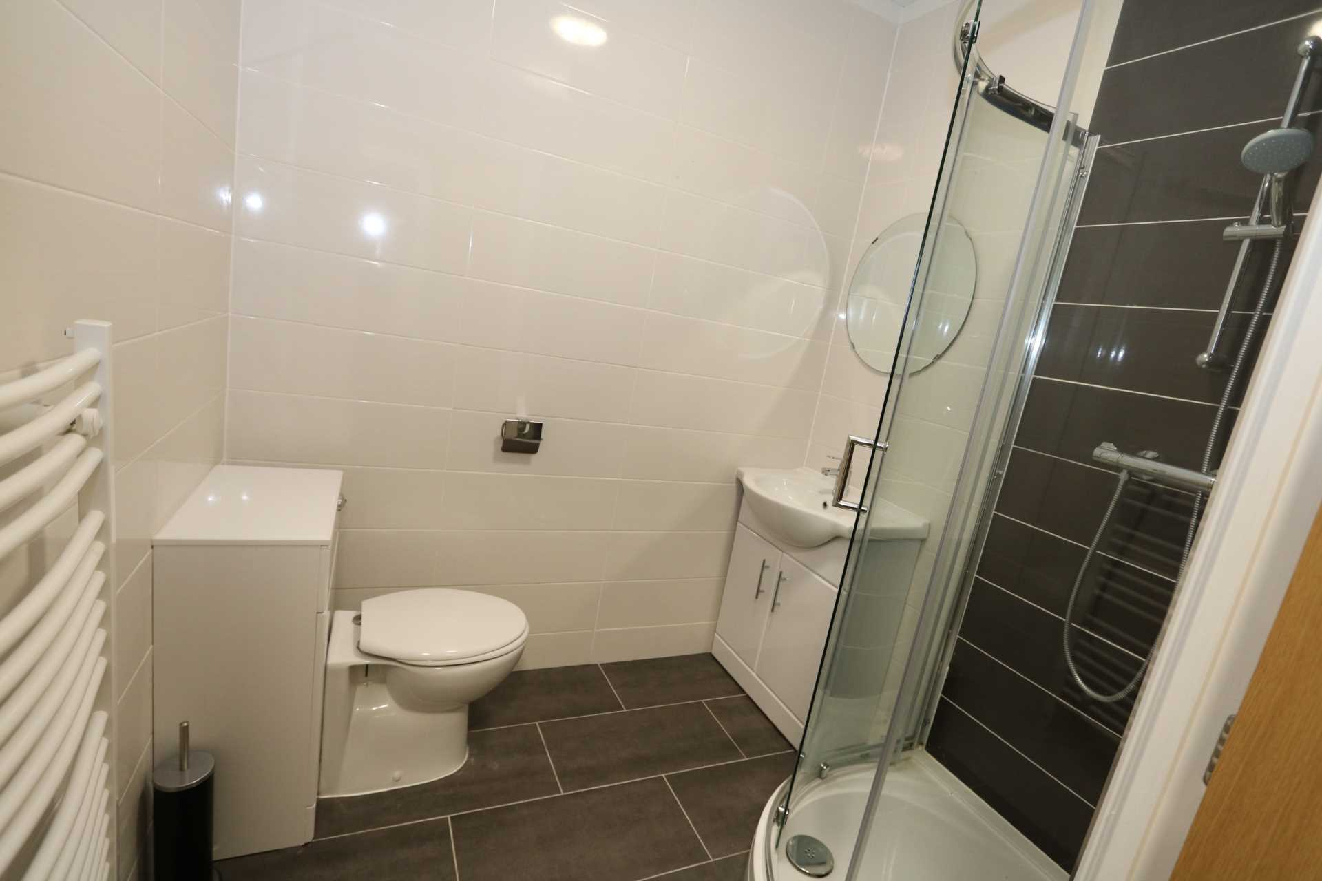 Room 9A Kings Court new development fully furnished student accommodation all bills included - NO FEES, Image 3