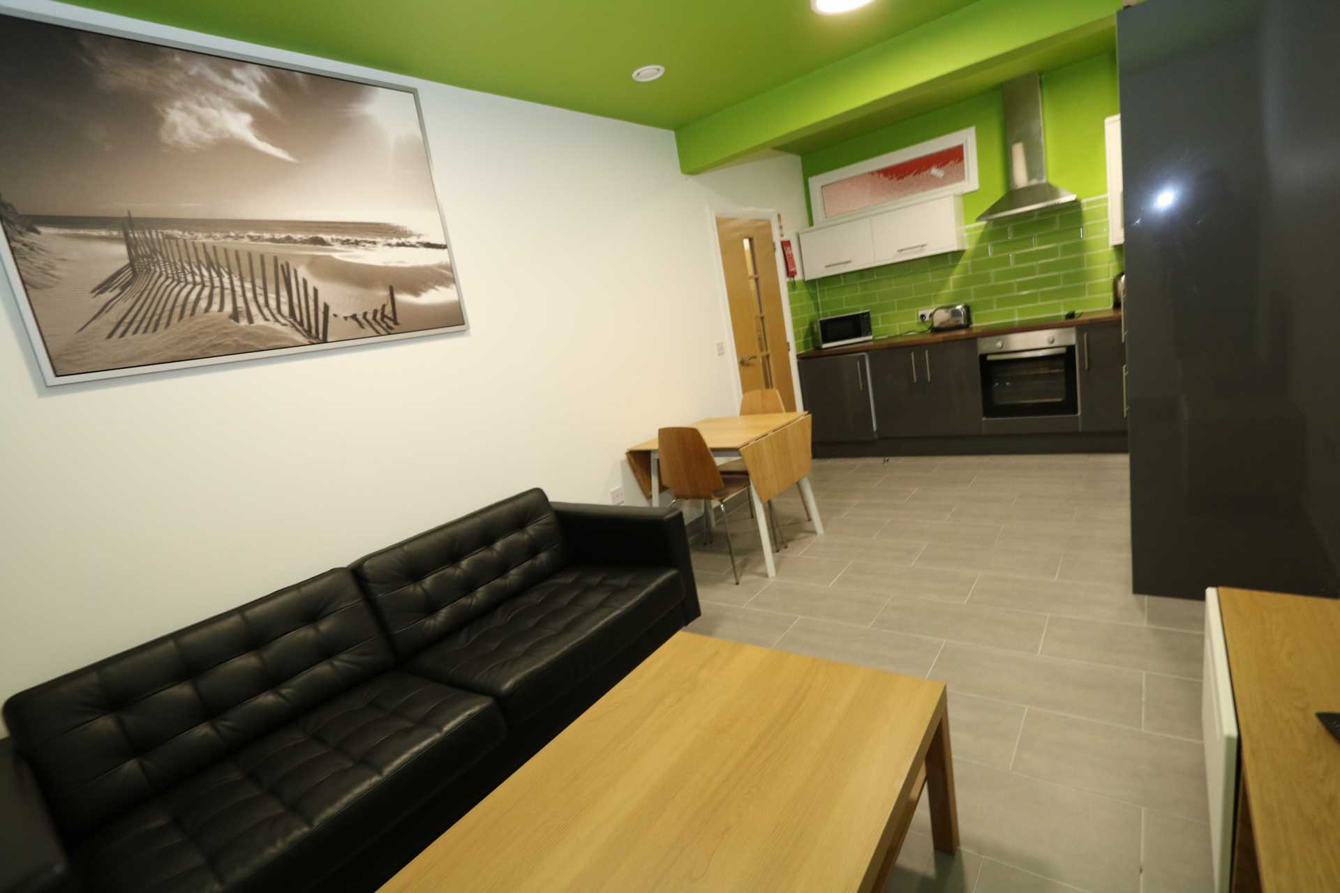 Room 9A Kings Court new development fully furnished student accommodation all bills included - NO FEES, Image 5