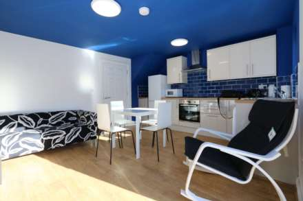 Spon End - 3 bedroom 3 bathroom, student home fully furnished, WIFI & bills included - NO FEES, Image 1