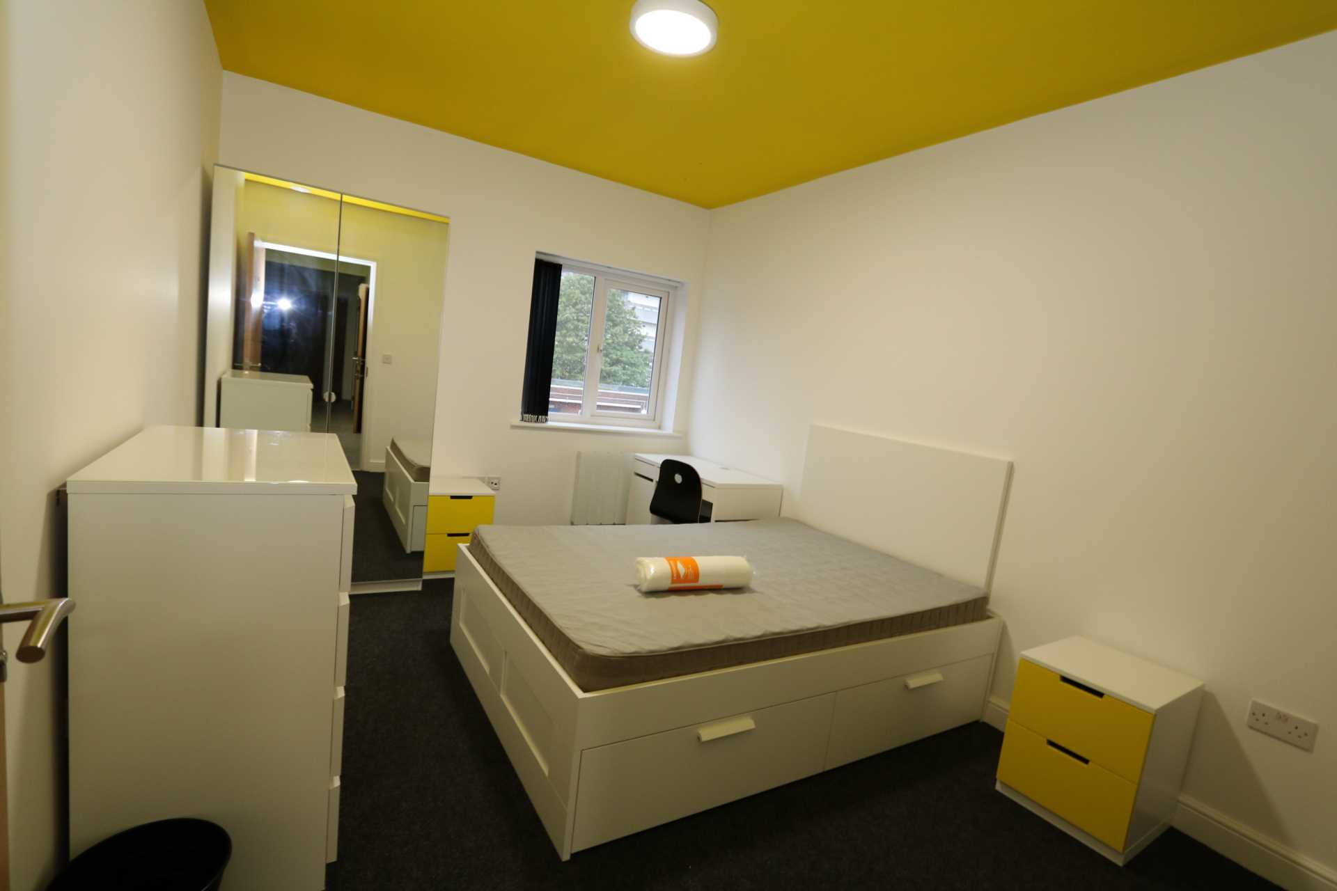 Room 9B Kings Court new development fully furnished student accommodation all bills included - NO FEES, Image 1