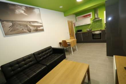 Room 9B Kings Court new development fully furnished student accommodation all bills included - NO FEES, Image 6