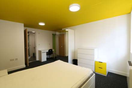 Room 1C Kings Court new development fully furnished student accommodation with en suite, all bills included - NO FEES, Image 1