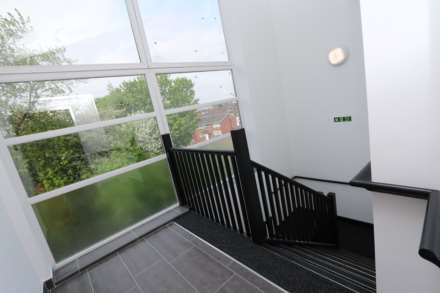 Room 1C Kings Court new development fully furnished student accommodation with en suite, all bills included - NO FEES, Image 2