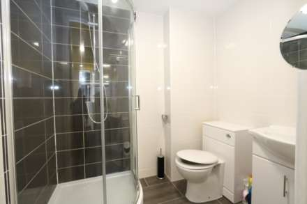 Room 1C Kings Court new development fully furnished student accommodation with en suite, all bills included - NO FEES, Image 4