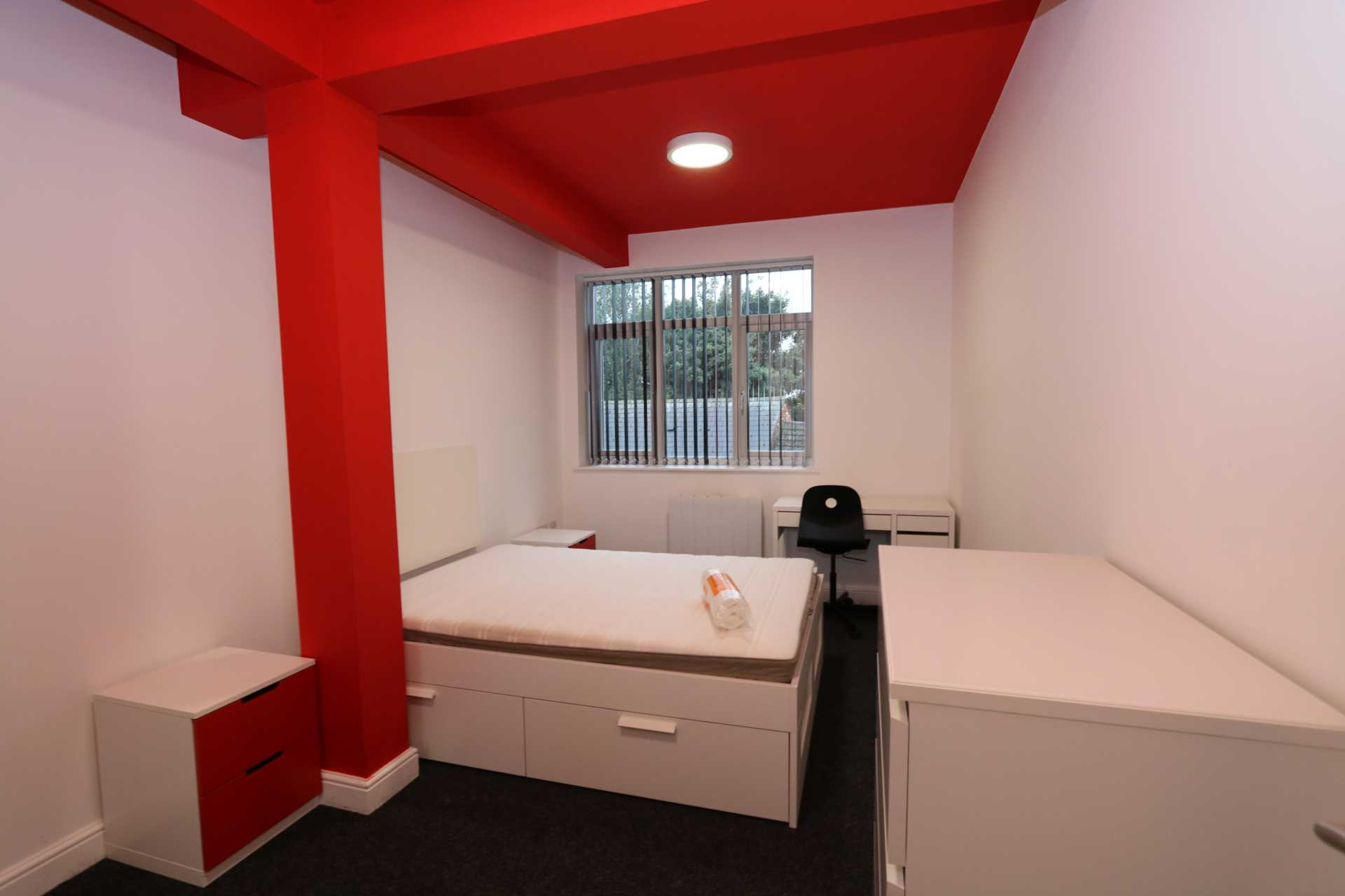 Room 8A Kings Court new development fully furnished student accommodation all bills included - NO FEES, Image 1