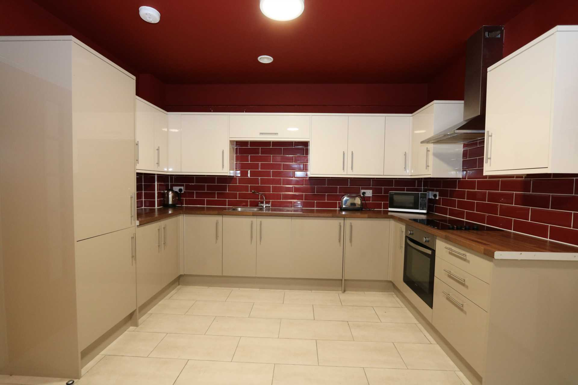 Room 8A Kings Court new development fully furnished student accommodation all bills included - NO FEES, Image 5