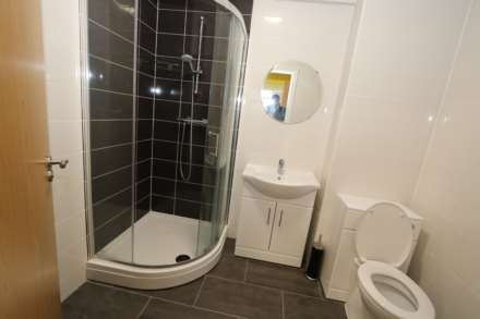 Room 8A Kings Court new development fully furnished student accommodation all bills included - NO FEES, Image 2