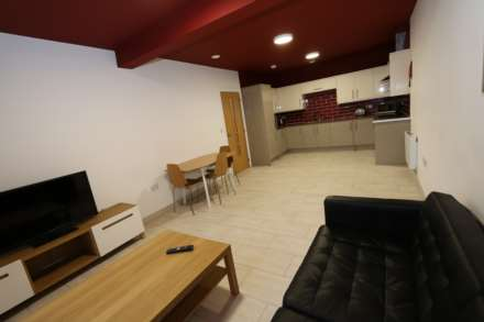 Room 8A Kings Court new development fully furnished student accommodation all bills included - NO FEES, Image 4