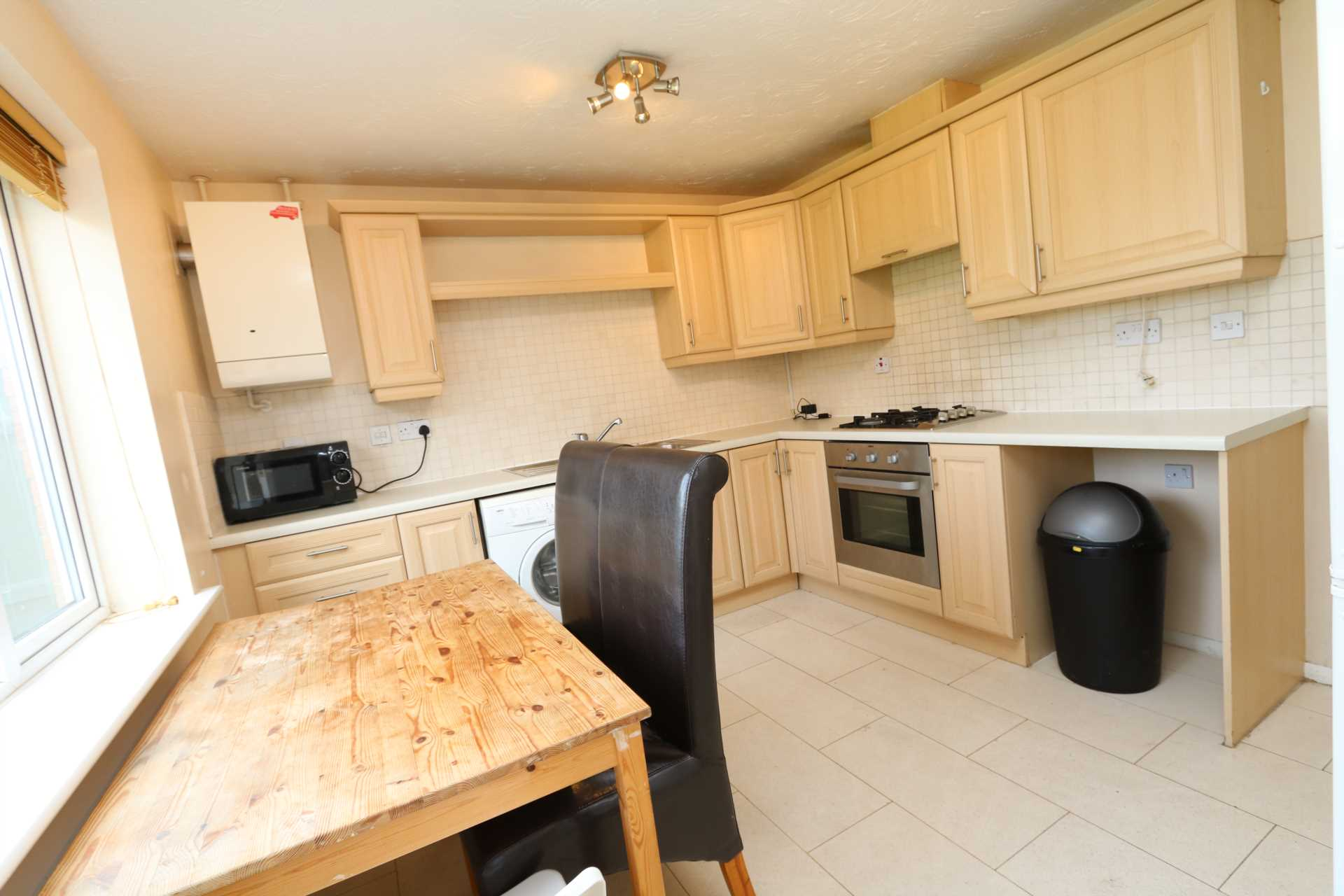 Perchfoot Close - 3 bedroom student home fully furnished, WIFI & bills included - NO FEES, Image 1