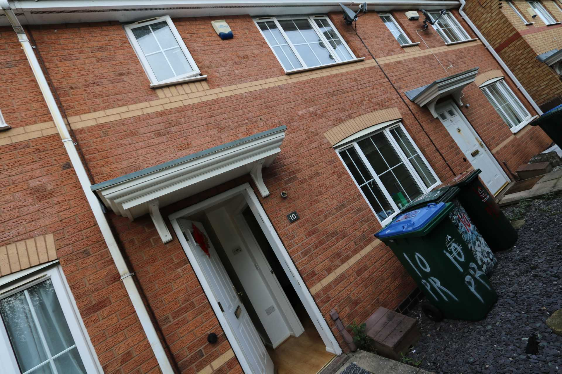 Perchfoot Close - 3 bedroom student home fully furnished, WIFI & bills included - NO FEES, Image 3