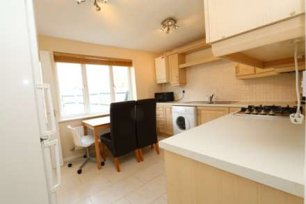 Perchfoot Close - 3 bedroom student home fully furnished, WIFI & bills included - NO FEES, Image 4