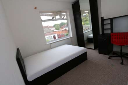 5 Bedroom House, Walsgrave Road - 5 bedroom 5 bathroom, student home fully furnished, WIFI & bills included - NO FEES
