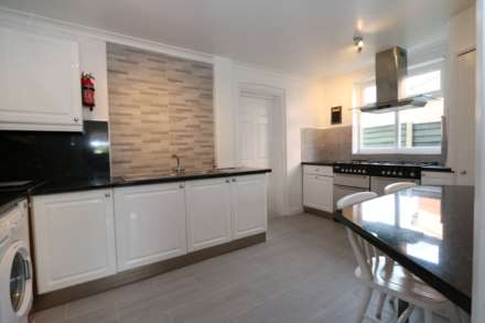 Cornwall Road - 4 bedroom student home fully furnished, WIFI & bills included - NO FEES, Image 1