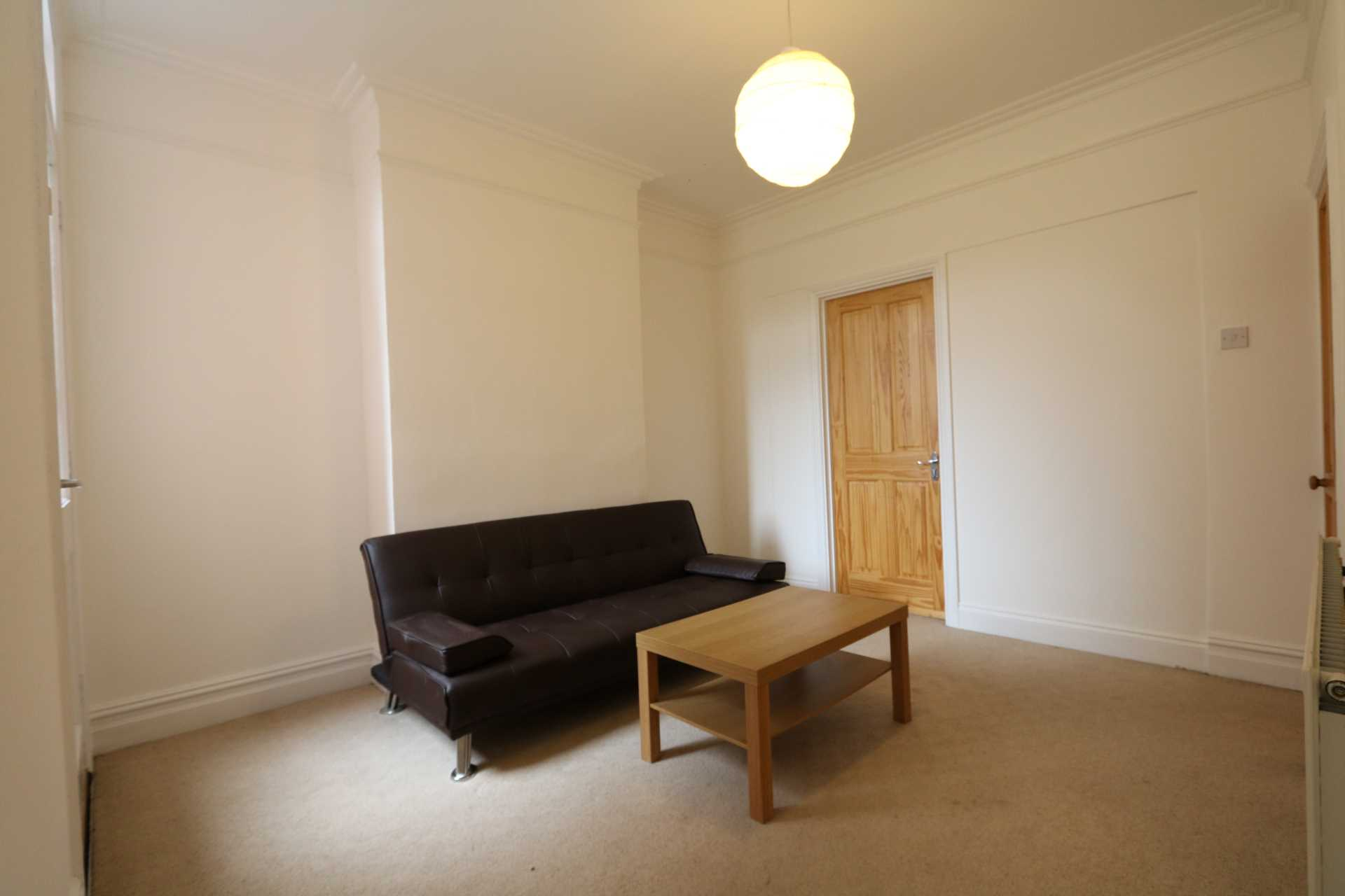 Gresham Street - 4 bedroom student home fully furnished, WIFI & bills included - NO FEES, Image 2