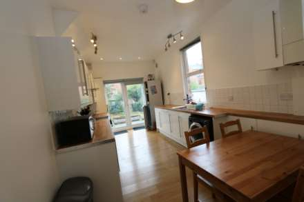 Gresham Street - 4 bedroom student home fully furnished, WIFI & bills included - NO FEES, Image 3