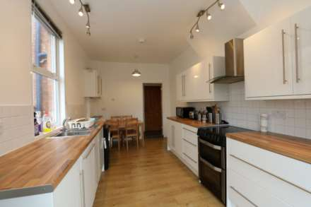 Gresham Street - 4 bedroom student home fully furnished, WIFI & bills included - NO FEES, Image 4