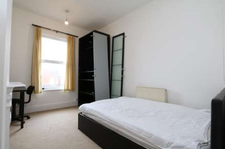 Gresham Street - 4 bedroom student home fully furnished, WIFI & bills included - NO FEES, Image 7